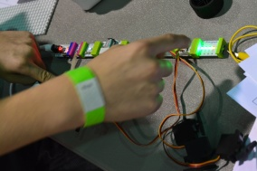 Measuring voltage with littleBits